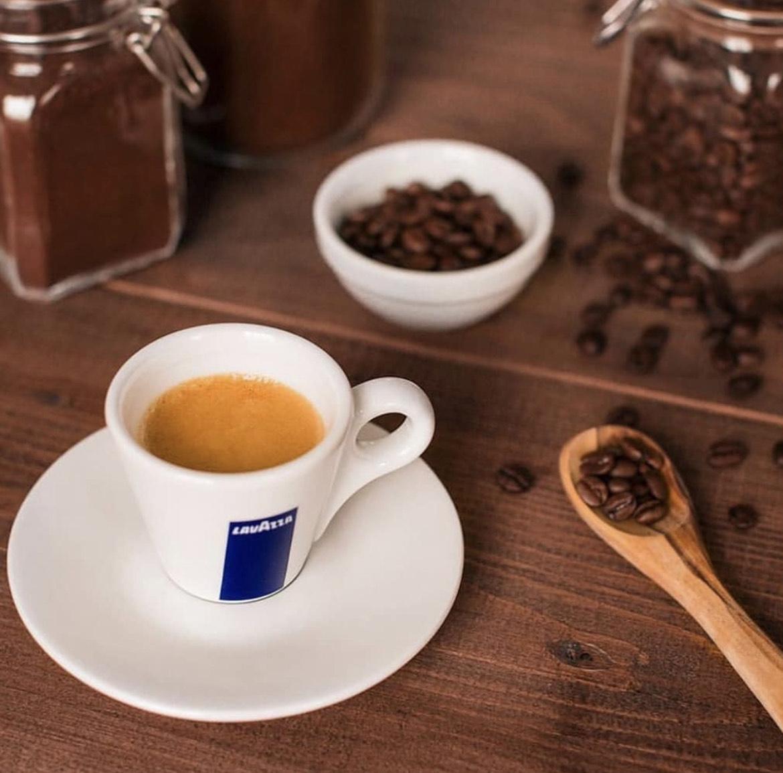 [Edeka Bundesweit] Lavazza ganze Bohnen Caffe Crema und Espresso versch. Sorten 1kg Packung für 8.29€