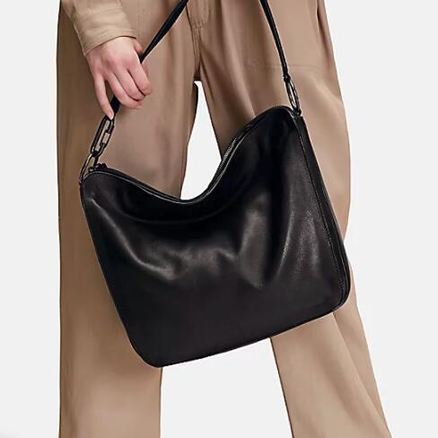 Halber Preis auf viele Taschen im Liebeskind-Sale + 20€ on top ab 80€, z.B. Clarice Hobo L
