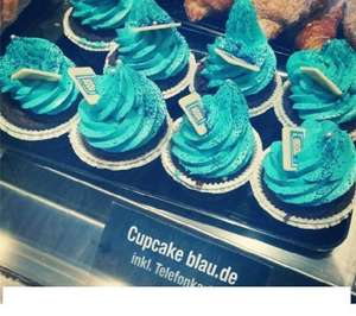 [LOKAL HAMBURG?] Dat Backhus - Blauer Cupcake inkl. Blau.de starter paket für 4,99