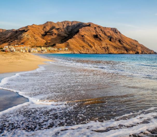 Flüge: Kap Verde (Mai-Juli) Hin- und Rückflug von Amsterdam nach Sao Vicente oder Praia ab 159€