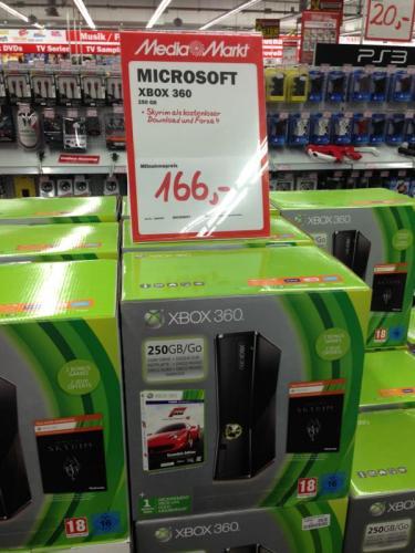 Microsoft  Xbox360 250GB + Skyrim + Forza (DL)