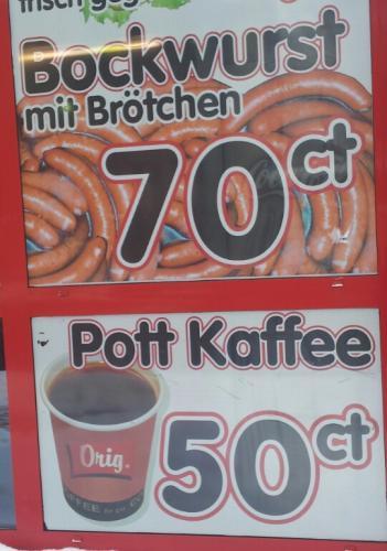 Lokal Freiberg - Bockwurst im Brötchen 0,70€, Pott Kaffee 0,50€ bei Rostbratwustgrill