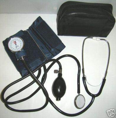Aneroides Blutdruckmessgerät mit Stethoskop für nur 11,- EUR + 5,50 EUR Versand