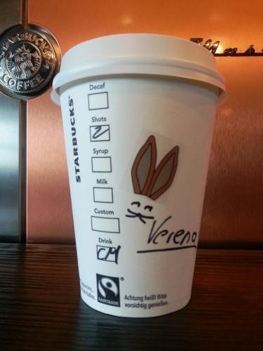 [Starbucks] Gratisgetränk bei 15 € Aufladung + Chance auf Cookie-Gewinn