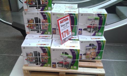 [Lokal] Saturn Esslingen XBOX 360 4GB Kinect + 2 Spiele für 179 €