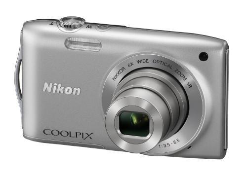 Nikon Coolpix S3300 Digitalkamera (16 Megapixel, 6-fach opt. Zoom, 6,7 cm (2,7 Zoll) Display, bildstabilisiert) silber für nur 59,95€ inkl. Versand bei Amazon - (Idealo: 73,40)