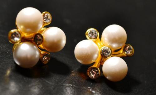 Ohrringe mit Perlen für 7,89 ab 20€ ohne Versandkosten...