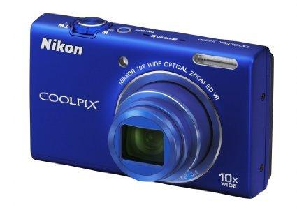 Nikon Coolpix S6200 blau und rot@Euronics