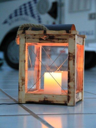 LED Holzlaterne mit Echtwachskerze