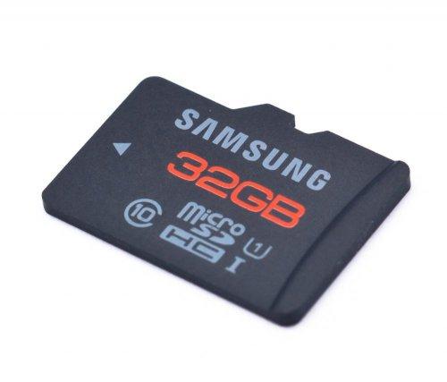 Samsung 32GB Plus MicroSDHC Class 10 UHS-1 für 18,88€ @Play.com