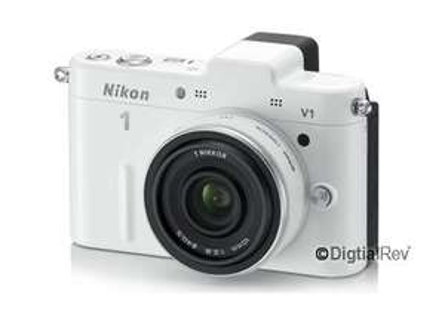 Nikon V1 mit Nikkor 10mm f/2.8 Pancake in weiß Systemkamera