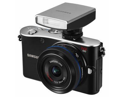 Samsung NX100 + 20-50mm + Blitz mit Gutschein (MP12PREISHIT)  für 255€