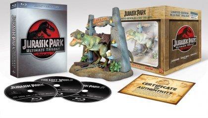 Jurassic Park - Ultimate Trilogy / Collector's Edition inkl. T-Rex Figur (Blu-ray) für 27€ @Mediadealer