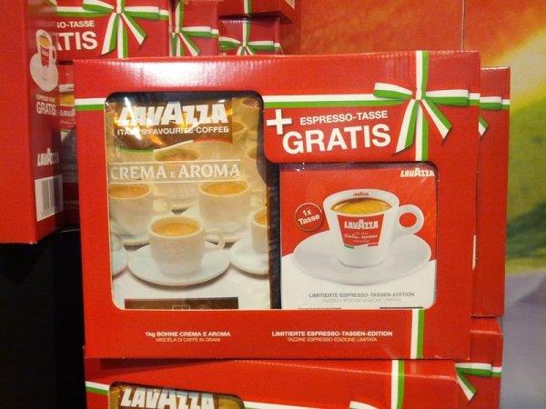 [Köln] Lavazza Crema e Aroma Kaffee, ganze Bohne 1kg für 10,99€ incl. Gratis Lavazza Espresso Tassenset (Wert 5,90€)