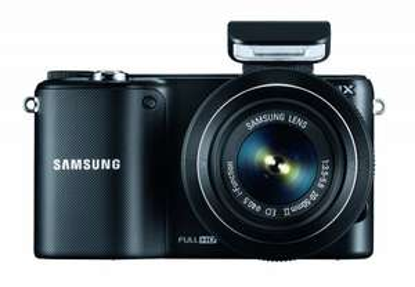 Samsung NX2000 inkl. 20-50 mm Objektiv Schwarz für 339€ @DC