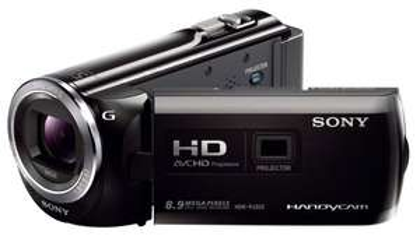 Sony HDR-PJ320EB HD Flash Camcorder (1920 x 1080 Pixel, G-Optik mit 30-fach Zoom, Projektor mit 13 Lumen, HDMI) schwarz inkl. Vsk ca. 304 € @ Amazon.uk Blitzangebot