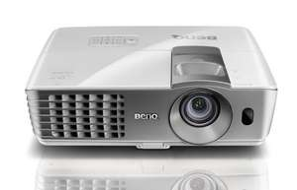 BenQ W1070 3D Full-HD Beamer für 680,70 bei Meinpaket