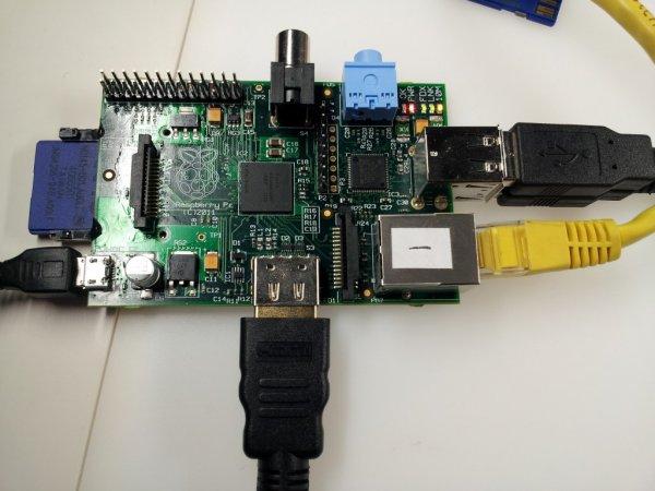 Komplettes Peripherie-Set für Raspberry Pi (WIFI,CASE,Charger,SD, Kühlkörper) @ Völkner