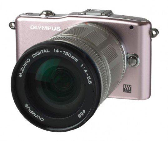 Olympus PEN E-PM1 mit Objektiv M.Zuiko digital ED 14-150mm (in rosa)
