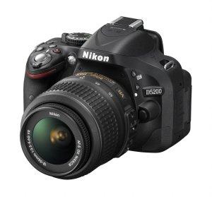 Nikon D5200 mit 18-55 VR Objektiv für 499€