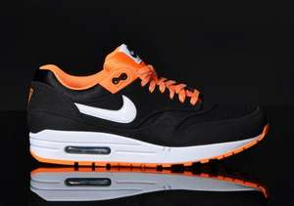 Nike Air Max 1 schwarz/orange