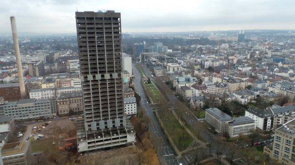 10 Uhr: Europas größte Sprengung in Frankfurt / Innenstadt AfE Turm 116 Meter live im HR Fernsehen und www