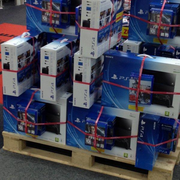 PS4, 2 Controller & Fifa 14 oder PS4, BF4 & Killzone 559€ MediaMarkt Paderborn [LOKAL]