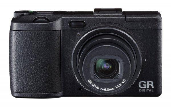 [Amazon-Blitzdeal um 18Uhr] Ricoh GR Digital IV Digitalkamera (10 Megapixel, 4-fach digitaler Zoom, 7,6 cm (3 Zoll) Display, bildstabilisiert) für 269€