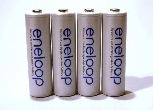 *AA* Deal Eneloop Sanyo Eneloop 8x AA Akku Batterien ink. Cases