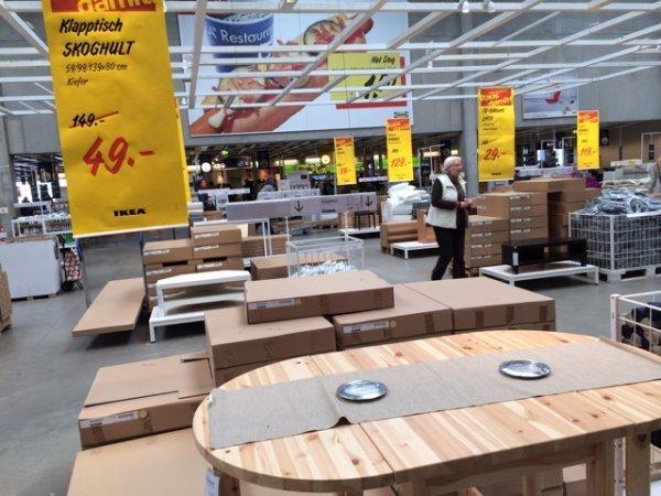Klapptisch aus Holz (?lokal Ikea München)