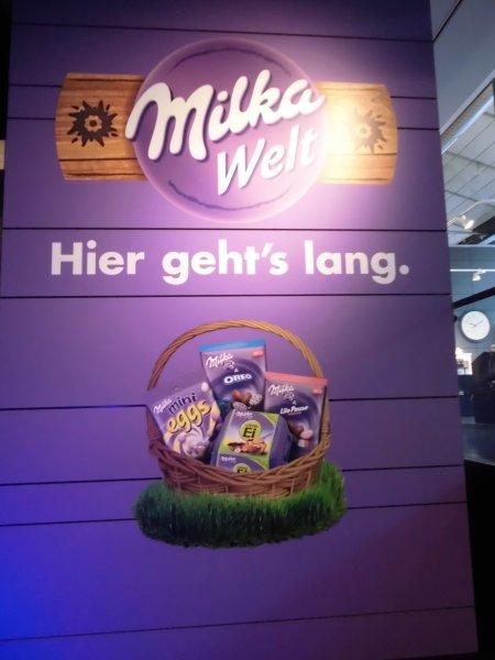 (Lokal München) Milka Schmunzelhase 60g 0,49€, Hase 130g 0,99€,  Milka 100g 0,55€, Osterreduzierung Milka Welt München. Viele Artikel 50% reduziert.
