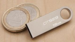 Kingston DataTraveler DTSE9H 64GB Speicherstick USB 2.0 silber (red dot design award winner 2012) bei Amazon