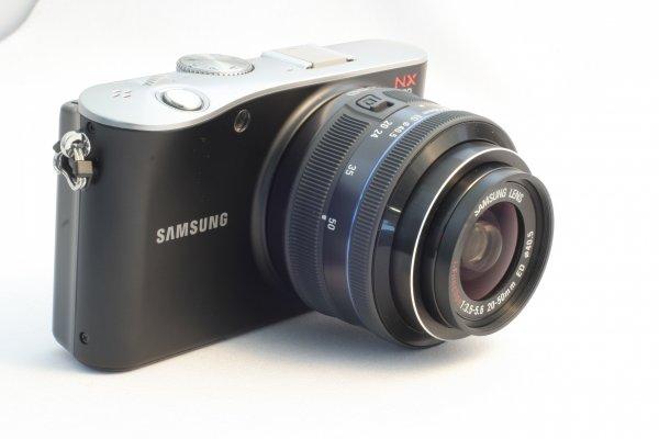 Samsung NX100 spiegellose EVIL mit APS-C Sensor und 20-50mm 159€ (electronik4you)