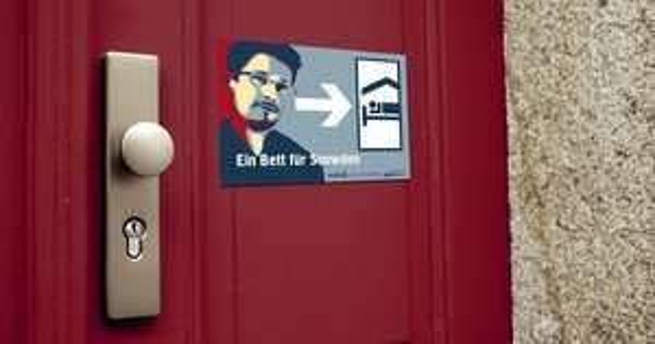 """Türschild/Aufkleber """"Ein Bett für Snowden"""""""