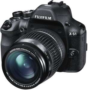 Fujifilm X-S1 Bridge-Kamera (12 Megapixel CMOS, 7,6 cm (3 Zoll) Display, Full-HD Video, bildstabilisiert) inkl. FUJINON Objektiv mit 26-fach Zoom für 284€ @Amazon.co.uk