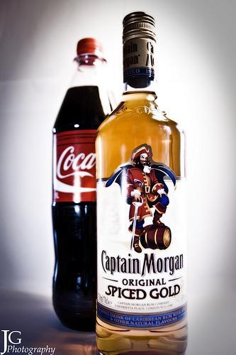 Captain Morgan Spiced Gold +  1 Liter Cola ab Montag bei Netto (ehemals Plus)