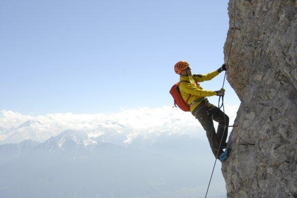 Klettersteigset von Salewa 34€ +5€ Versand.  idealo 42€
