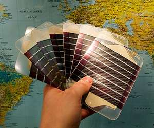 "[plasticphotovoltaics.org] bietet s.g. ""Free Polymer Solar Cell"""