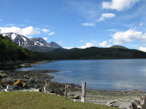 Flüge nach Chile von Frankfurt: Santiago 431,- € - Punta Arenas (Feuerland) 518,- € - Puerto Montt 496,- € - Osterinsel 588,- € - auch Rundreisen (jeweils hin und zurück; November - März)