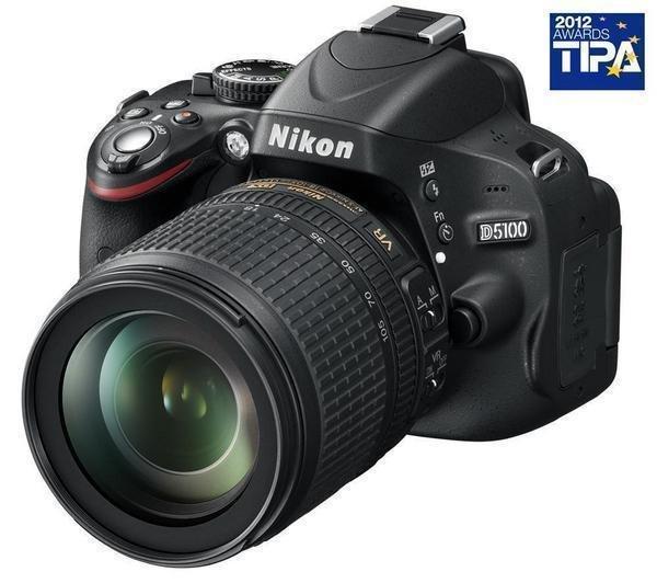 Nikon D5100 mit 18-105mm Kit Objektiv für € 500 bei Pixmania (Idealo € 543)