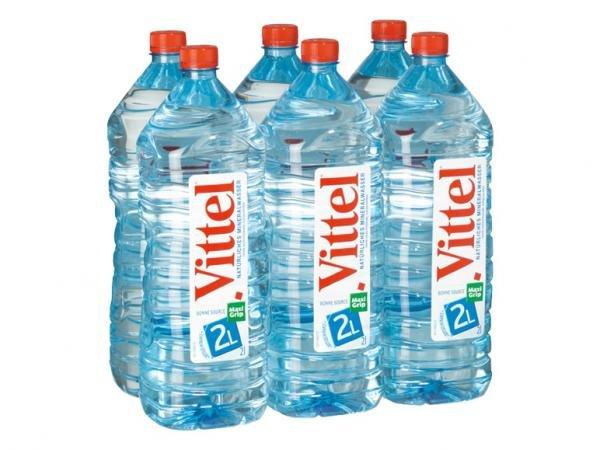 Vittel natürliches Mineralwasser beim Treff