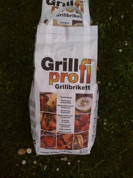 Grillprofi Grillbrikett 2,5 kg Sack fur 0,55€ pro Sack @ Möbel Martin Mainz