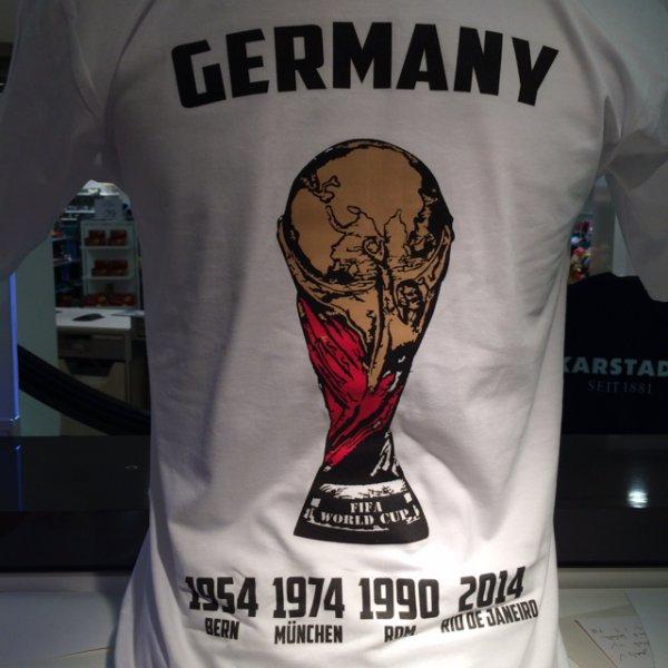 Weltmeistershirt [Lokal: Bonn Tshirt Druck bei Karstadt]