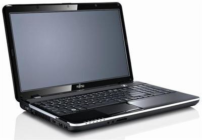 """Fujitsu Lifebook AH531 mit Intel i3 der zweiten Generation. 4 GB RAM, 15,6"""" mattem Display und inkl. Windows 7. HDMI hat er auch. 399 € minus Neukundencode und Qipu @computeruniverse.net"""