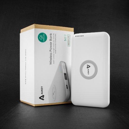 Aukey N11 QI-Ladegerät mit integriertem 4800mAh-Akku (Laden ohne Kabel) bei Amazon