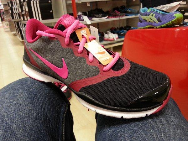 (LOKAL DÜSSELDORF) Nike In- Sport TR 4 Damen Hallenschuhe