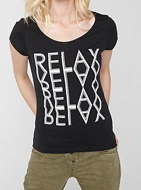 s.Oliver Shirt mit Spiegelschrift 5,99 € statt 12,99 €  keine Versandkosten, schwarz GR. 34 + 36 auch andere Farben/Größen.