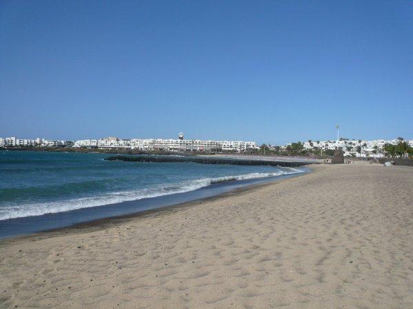 Reise: 1 Woche Lanzarote ab Basel (Flug, Transfer, 3* Hotel) 150,- € (Dezember)
