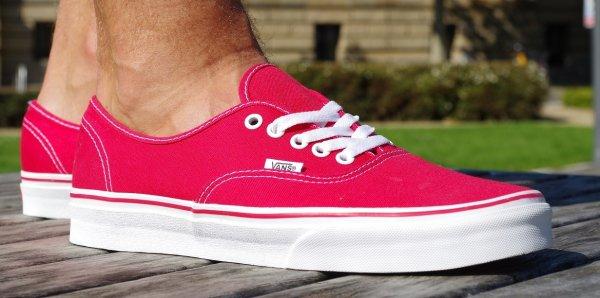Vans U AUTHENTIC - Sneaker in rot für nur 22,85€ bei Planet Sports