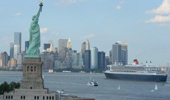 Hamburg - New York mit der Queen Mary 2 und Flug zurück  pro Person